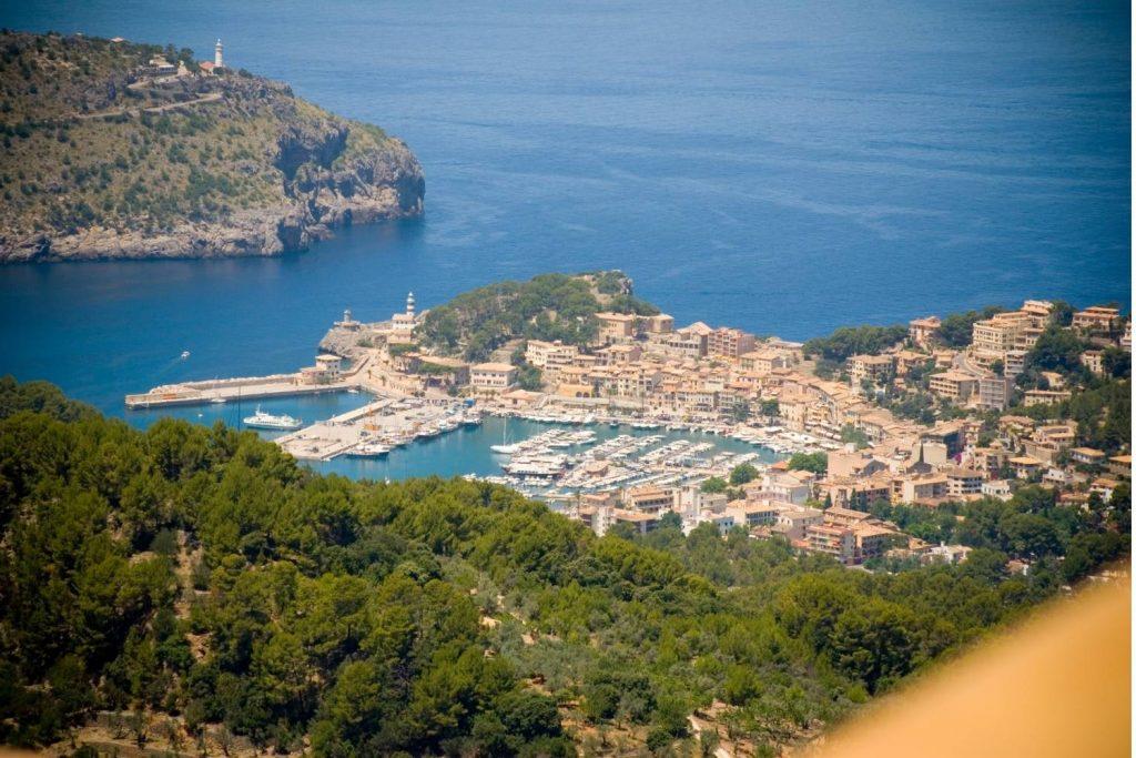 far away photo of Port de Soller in Mallorca