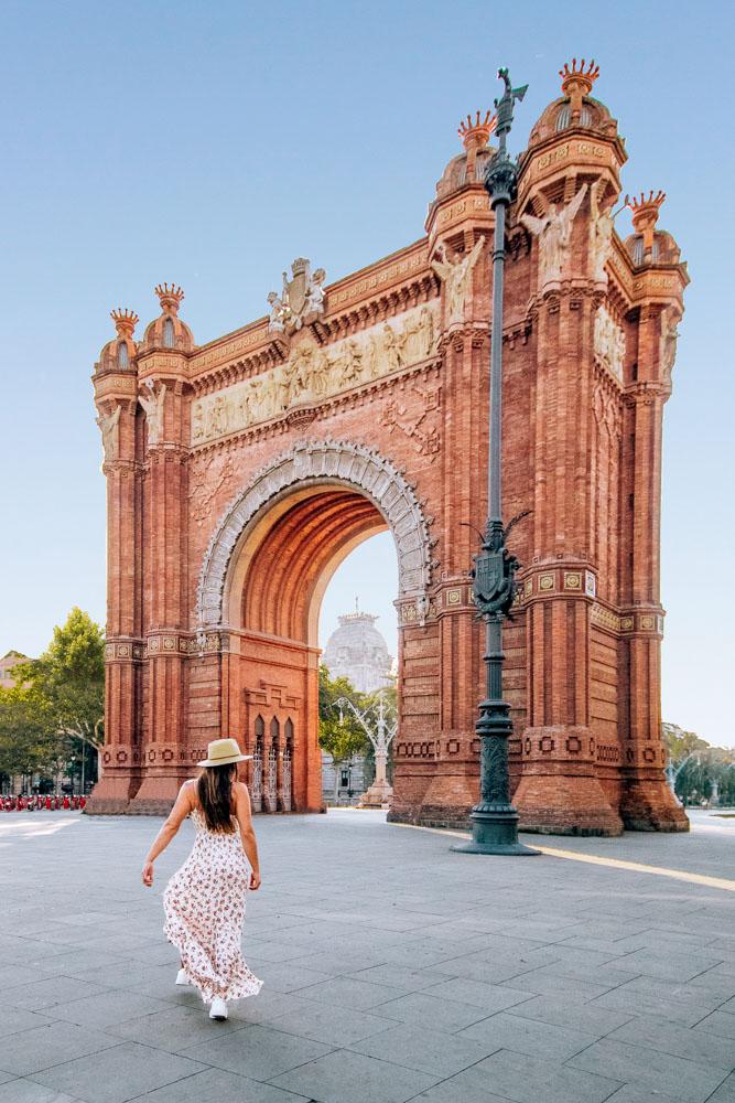 Melissa standing in front of the Arc de Triomf in Barcelona