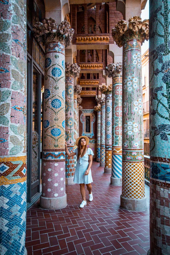 Melissa standing between the pillars at Palau de la Musica Catalana in Barcelona