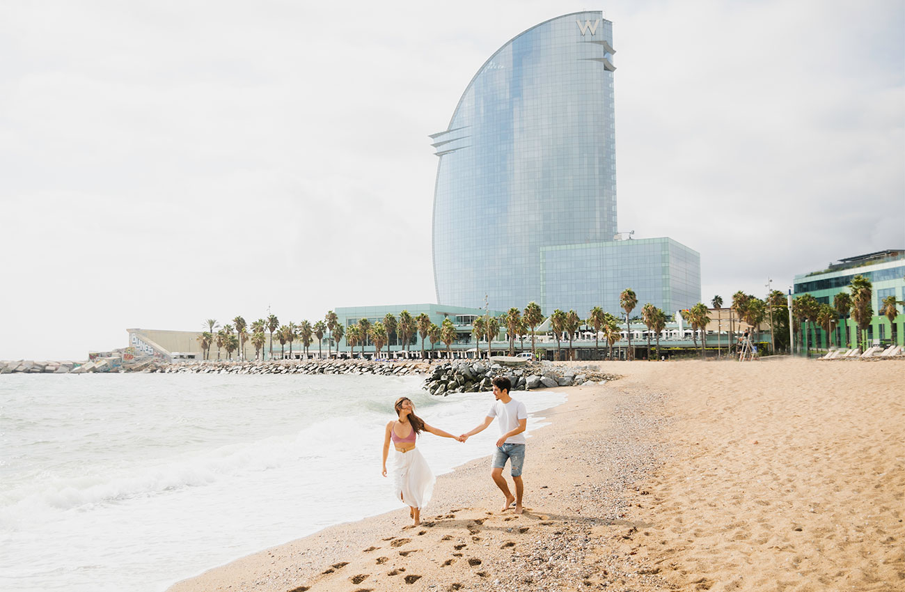 Guga and Melissa on the beach following through their Barcelona Itinerary