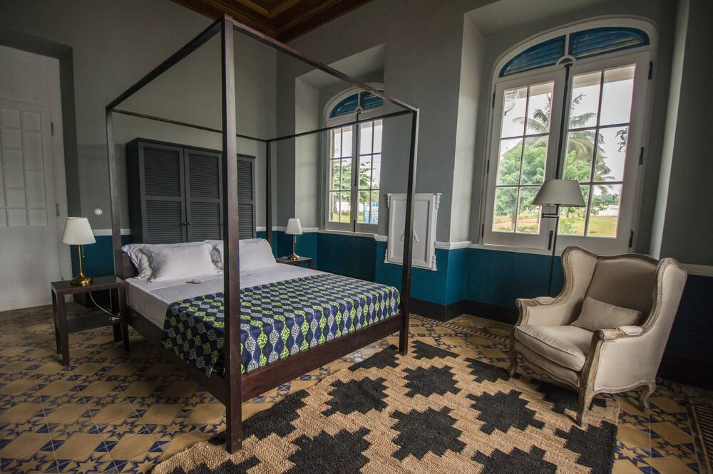 spacious room at Hotel Roça Sundy