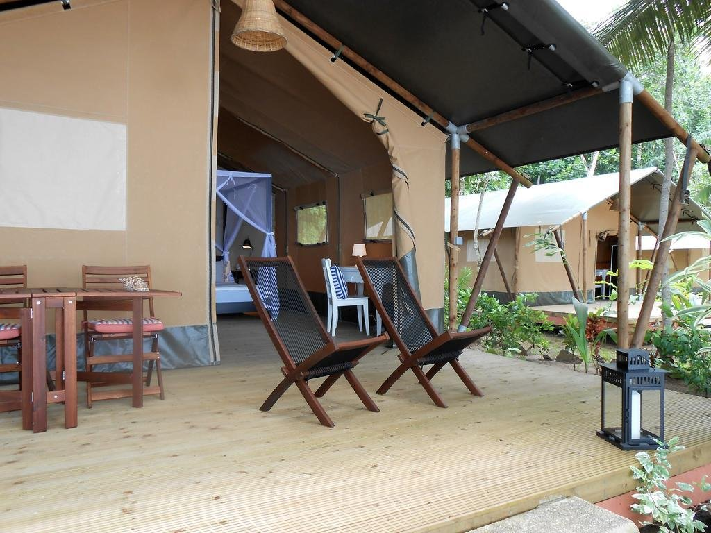outside chairs and entrance to room at Makaira Lodge in Principe